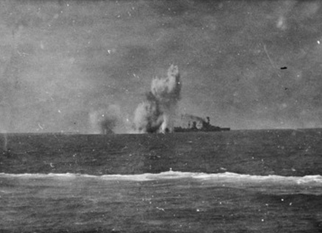 dutch_cruiser_java_under_japanese_attack_in_february_1942.jpg