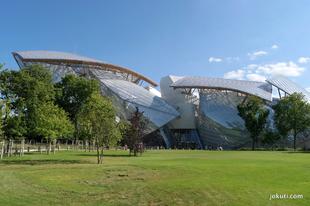 Jéghegy-rovar-űrállomást létesítettek Párizsban
