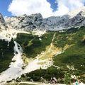 Éljen a természet! Ennek a hegyvonulatnak már csak a látvány is nyugtatólag hat ránk. Ugye ha tehetnénk, akkor azonnal indulnánk is egy jó kis túrázásra? FB/YT: Vilagszep.hu #vilagszep #slovenia #szlovénia #természet #természetes #tipp #utazás #mik #hungarianblogger #blogger #vlogger #hungary #csodaszép #hegyek #túra #utazz #