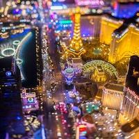 Las Vegas elképesztő éjszakai fényei egy helikopterből