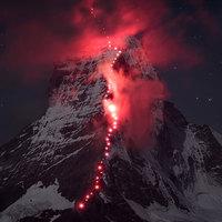 Vörösben izzik a 150 éve meghódított Matterhorn