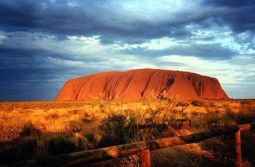 http://m.blog.hu/vi/vilagutazo/image/10Majus/Uluru_AyersRock_1.jpg