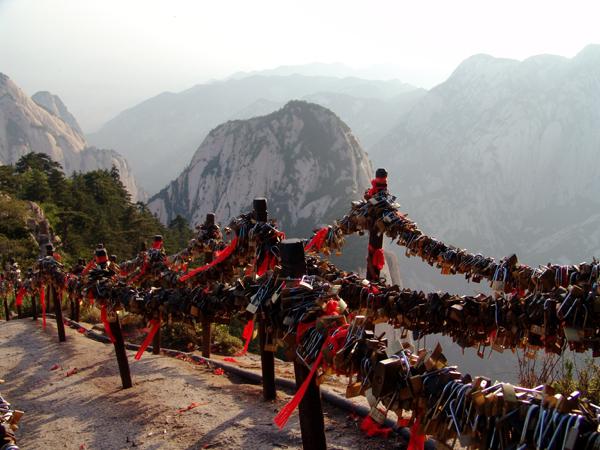 Mount%20Huang,%20China%20%20padlocks