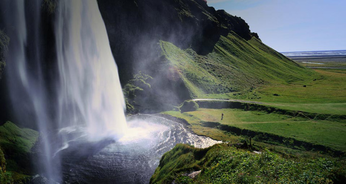 Seljalandsfoss Waterfall.jpg