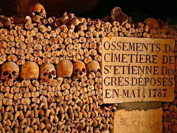 Parizs katakomba.jpg