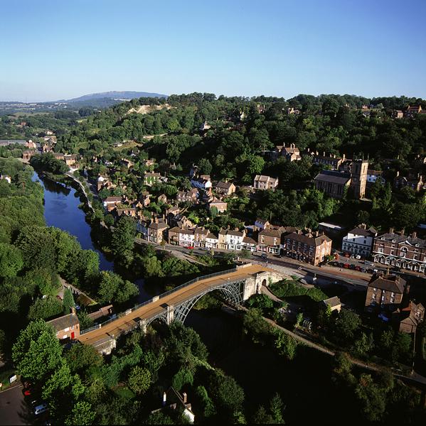 Ironbridge  és a város.jpg