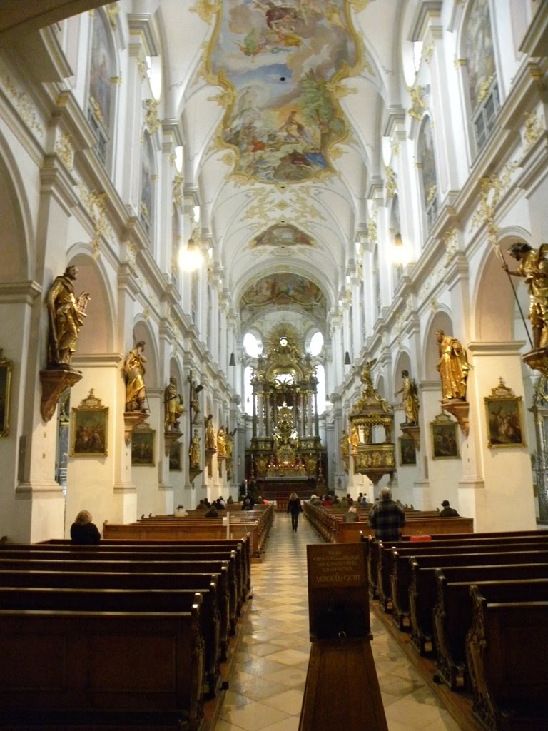 Peterskirche belülről.JPG