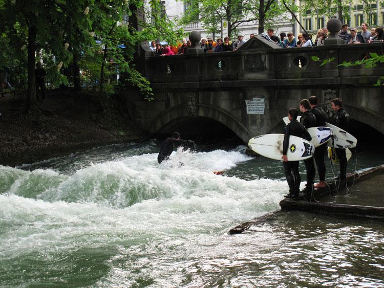 Szörf az Angolkertben München.jpg