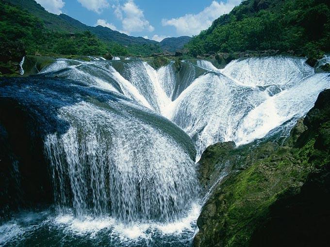 Pearl Shoal-vízesés, nyugati Szecsuán-tartomány, Kína.jpg