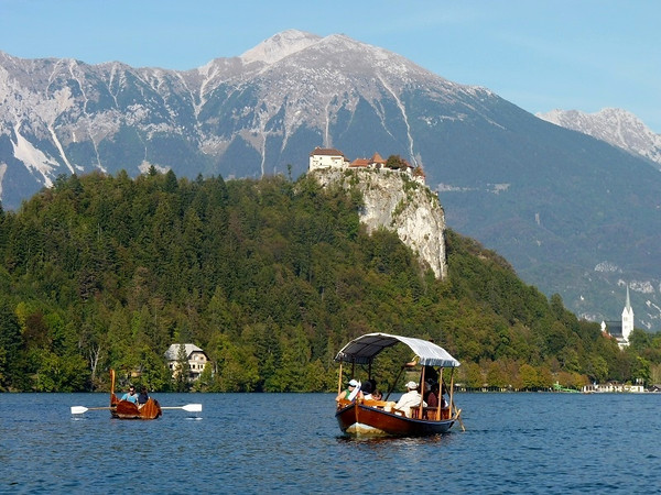 Bledi tó és a vár.jpg