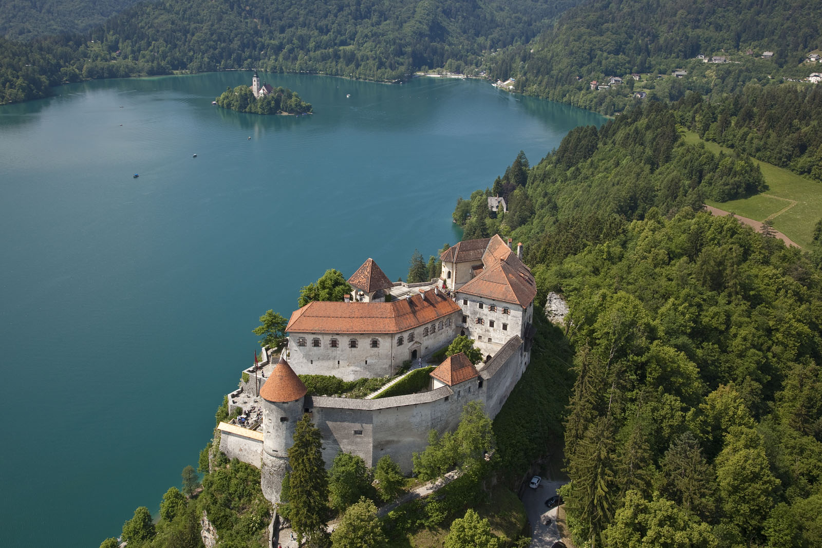 Bledi vár és a tó.jpg