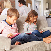 kids-playing-with-smartphone2.jpg