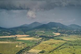 Before #storm  Photo by Tarhos Ferenc @tferi666 #tokajwineregion #tokaji #tokaj #sarospatak #visittokaj #tokajhegyalja #vineyards #summer #summertime #nature #naturelover #naturepics #instahungary #instahun #loves_hungary #visithungary @eurotravellers #UNESCO #unescoworldheritage #unescoworldheritagesite #discoverglobe #instaphoto #pictureoftheday #picoftheday #mindekozben @elmenyitthon @discoverglobe @szeretlekmagyarorszag.hu @winerylovers @gotohungary_official