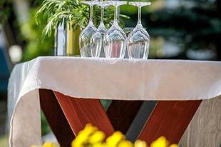#picnic #seasON Photo by @szedmakwinerytokaj  #tokajwineregion #tokaji #tokaj #tarcal #spring #visittokaj #tokajhegyalja #winelover #instahungary #instahun #visithungary #UNESCO #unescoworldheritage #unescoworldheritagesite #discoverglobe #instaphoto #pictureoftheday #picoftheday @hellomagyarorszag @ilovehungarianwines