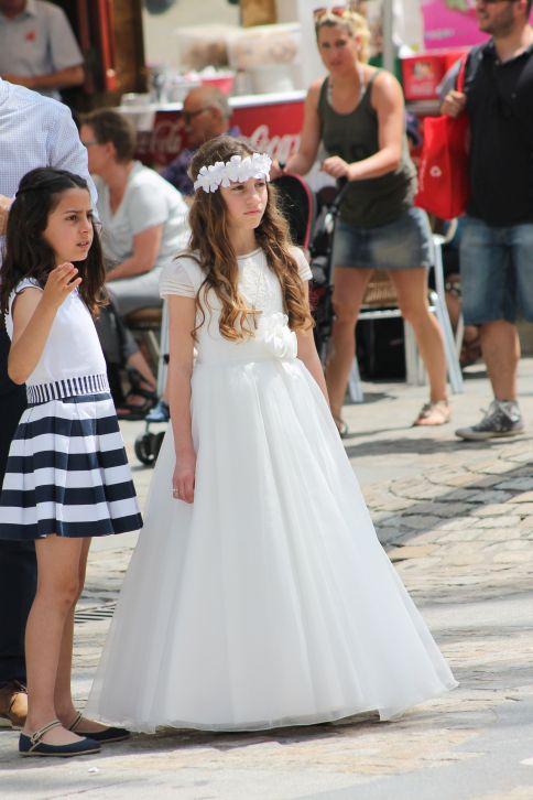menyasszonynak_oltozott_kislanyok_2.jpg
