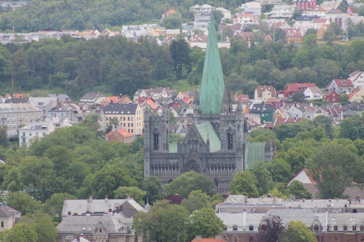 katedralis_a_magasbol.jpg