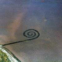 Robert Smithson csigavonalú hullámtörője