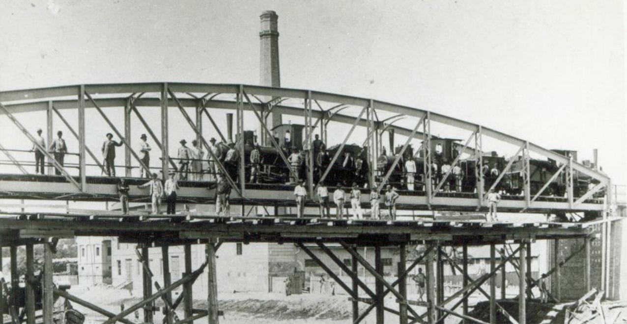 a_40_meteres_fesztavolsagu_bega_hid_terhelesi_probaja_1898-ben_nagybecskereki_muzeum.jpg