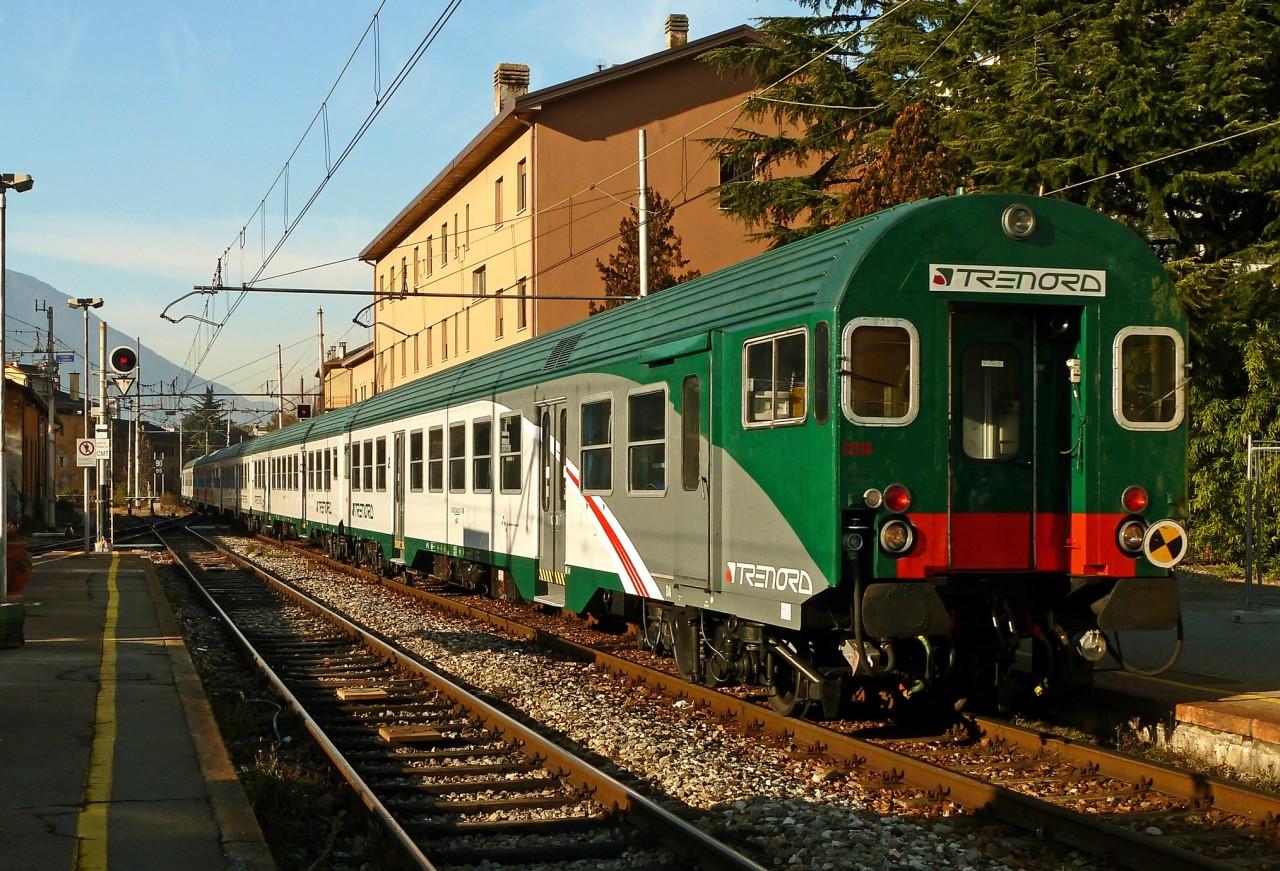 olaszország lombardia Valtellina vasút Sondrio vasútállomásán ingavonat