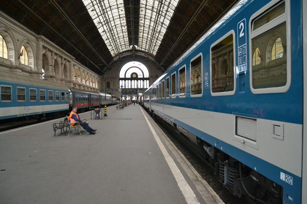 budapest pr ga vonattal vonattal term szetesen. Black Bedroom Furniture Sets. Home Design Ideas