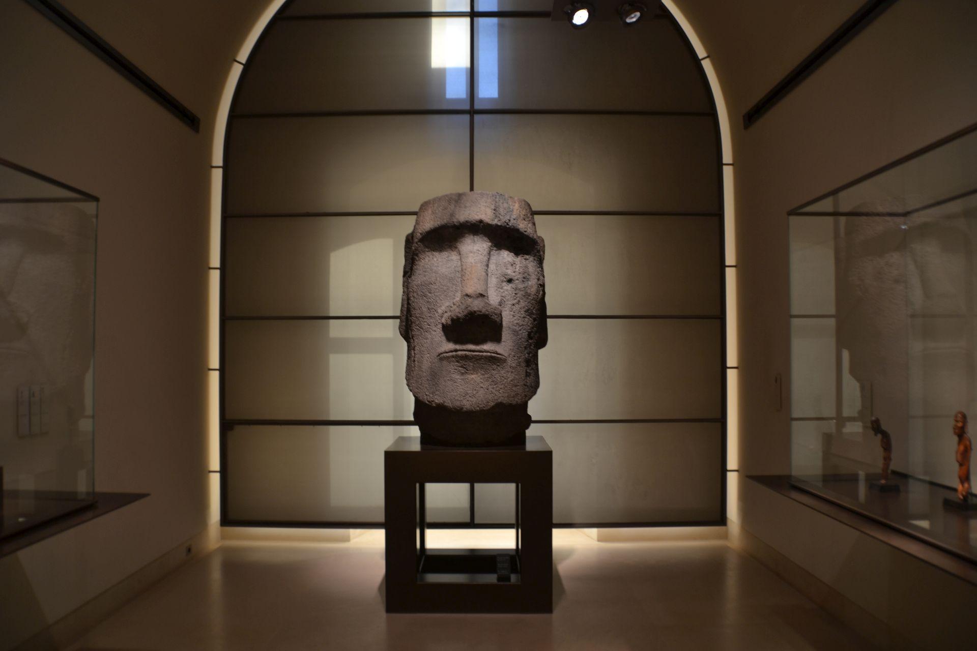louvre, párizs, múzeum, húsvét szigetek, szobor
