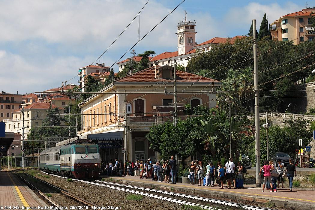Genova-ventimiglia-vasútvonal, imperia állomás, FS E444 sorozat