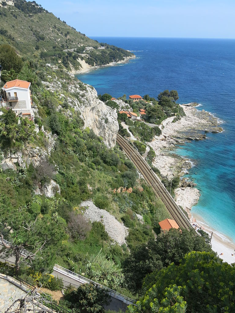 look_to_the_sea_and_to_the_rail_tracks_from_menton_and_ventimiglia.jpg
