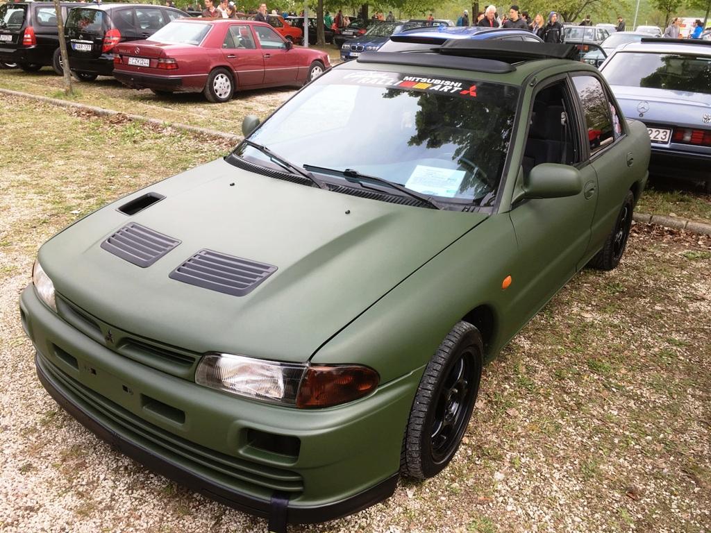 'D' barátom autója, sajnos csak alapozóra futotta neki, meg a tetőt behegeszteni se volt még pénze ) :