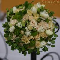 Krém és zöld menyasszonyi csokor