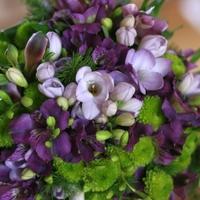 Menyasszonyi csokrok a lila ezer árnyalatában