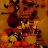 Rugó Rudolf esete a sziámi cukorkatartóval, avagy karácsonyi asztal gyerekeknek
