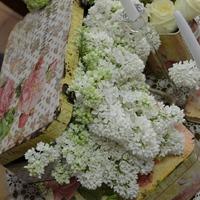Orgona az esküvői asztaldíszben..
