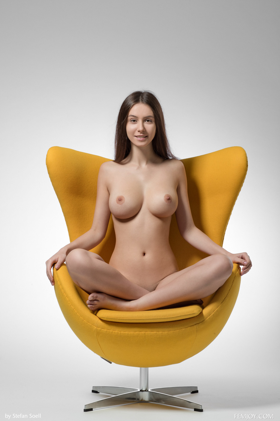 alisa-yellow-nudes-01.jpg