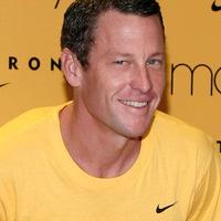 Lance Armstrong beveti magát a kampányba -a dohányzás ellen