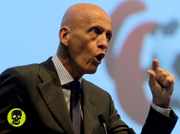 alien-pierluigi-collina_1359742606.jpg_600x446