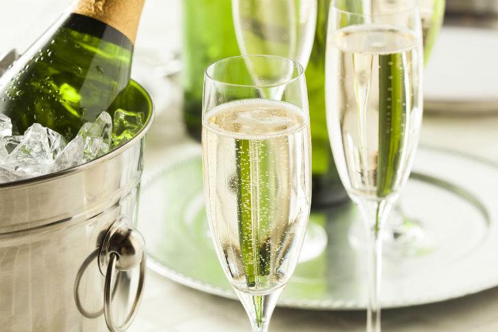 champagne_vodor_palack_poharak_728x485.jpg