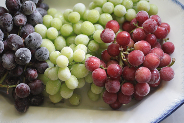 red-white-blue-sugared-frozen-grapes-58031.jpg