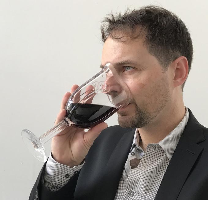 wineglassmask2.jpg