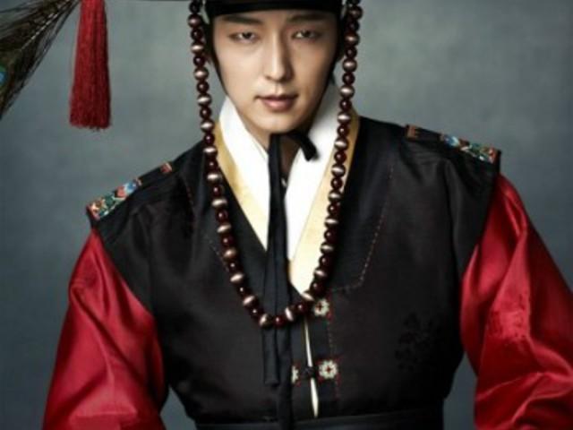 8 koreai színész, akinek istenien áll a történelmi öltözék