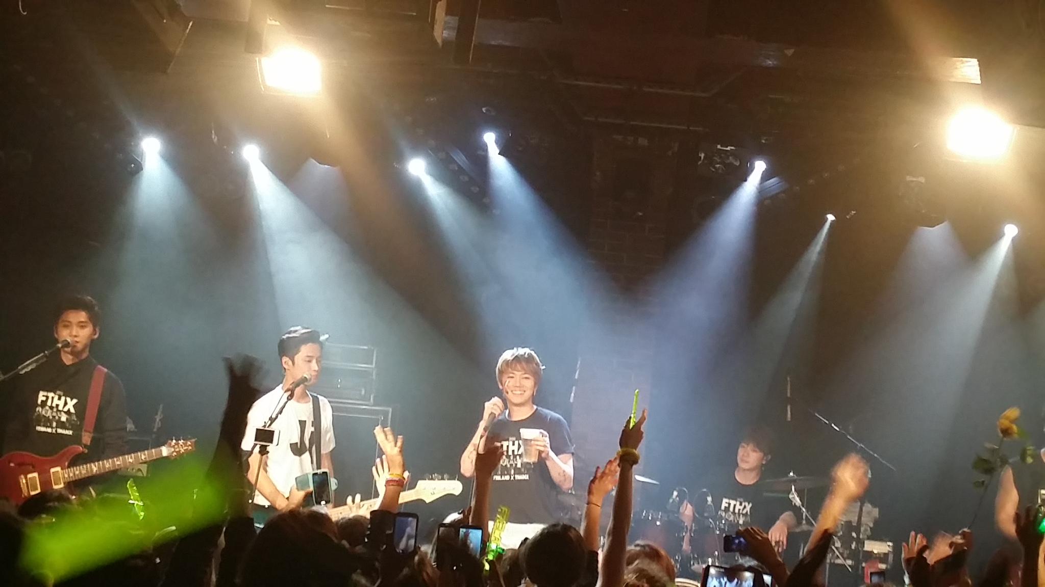 Honggi végig sörözte a koncertet