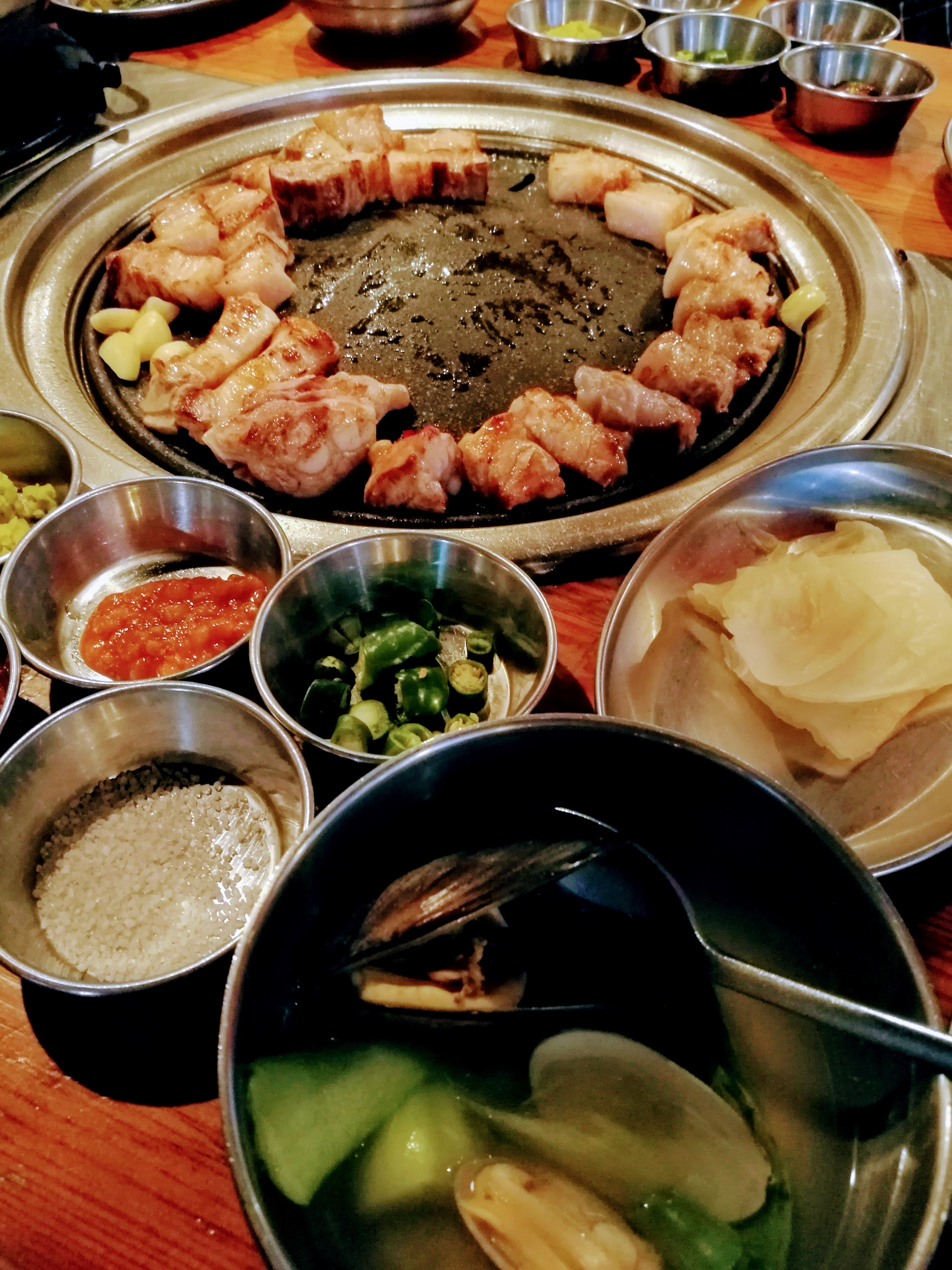 Grillezés, az egyik legkedvesebb kajámmal a szamgjopszallal (császárszalonna). mellé az elmaradhatatlan pancshanok és tengerikütyü-leves.