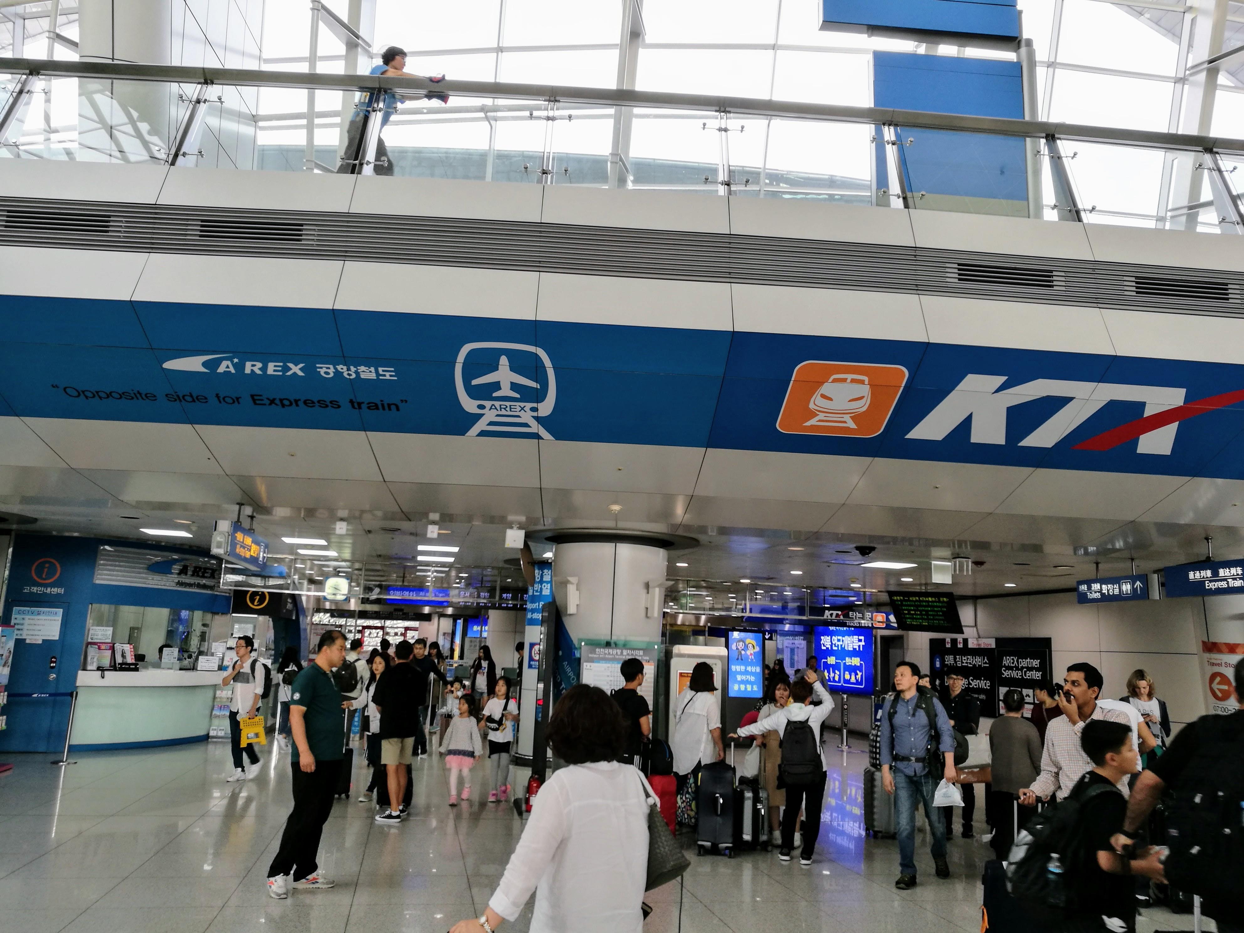 Az incshoni repülőtér KTX-állomása. A gyorsvonattal egyenesen a reptérre is ki lehet menni, nem kell Szöulból metrózni.