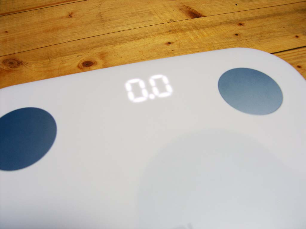 xiaomi-mi-body-fat-smart-scale-tells-much-more-than-just-your-weight-004.jpg