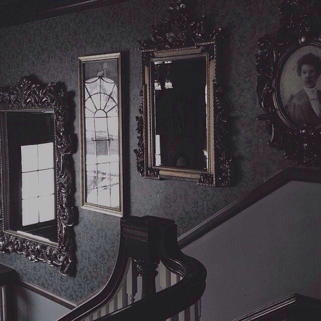 22364507019959cb514ee4639f532ee6--victorian-gothic-decor-gothic-interior.jpg