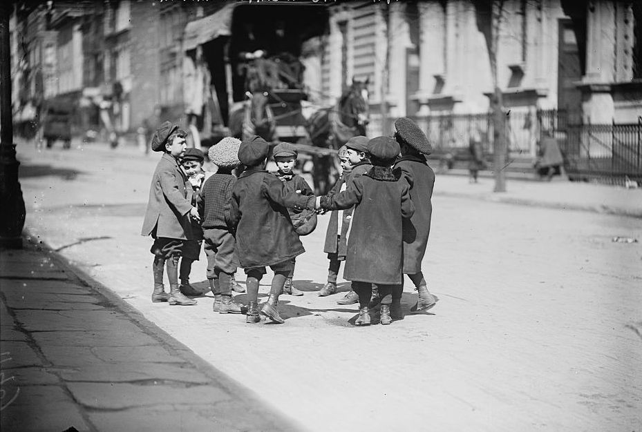 children_playing_in_street_new_york.jpg