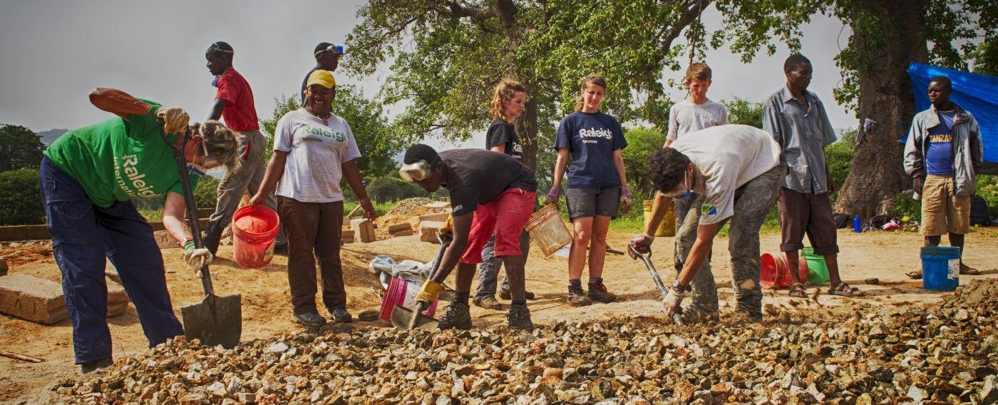 hero_volunteers-digging-on-a-project-site-in-tanzania-1400x568.jpg
