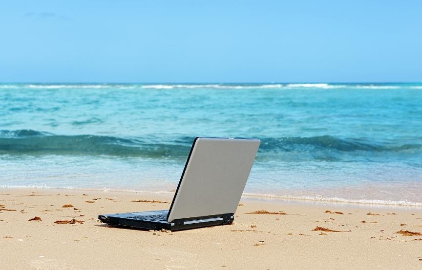 laptop-work-beach-freelance.jpg