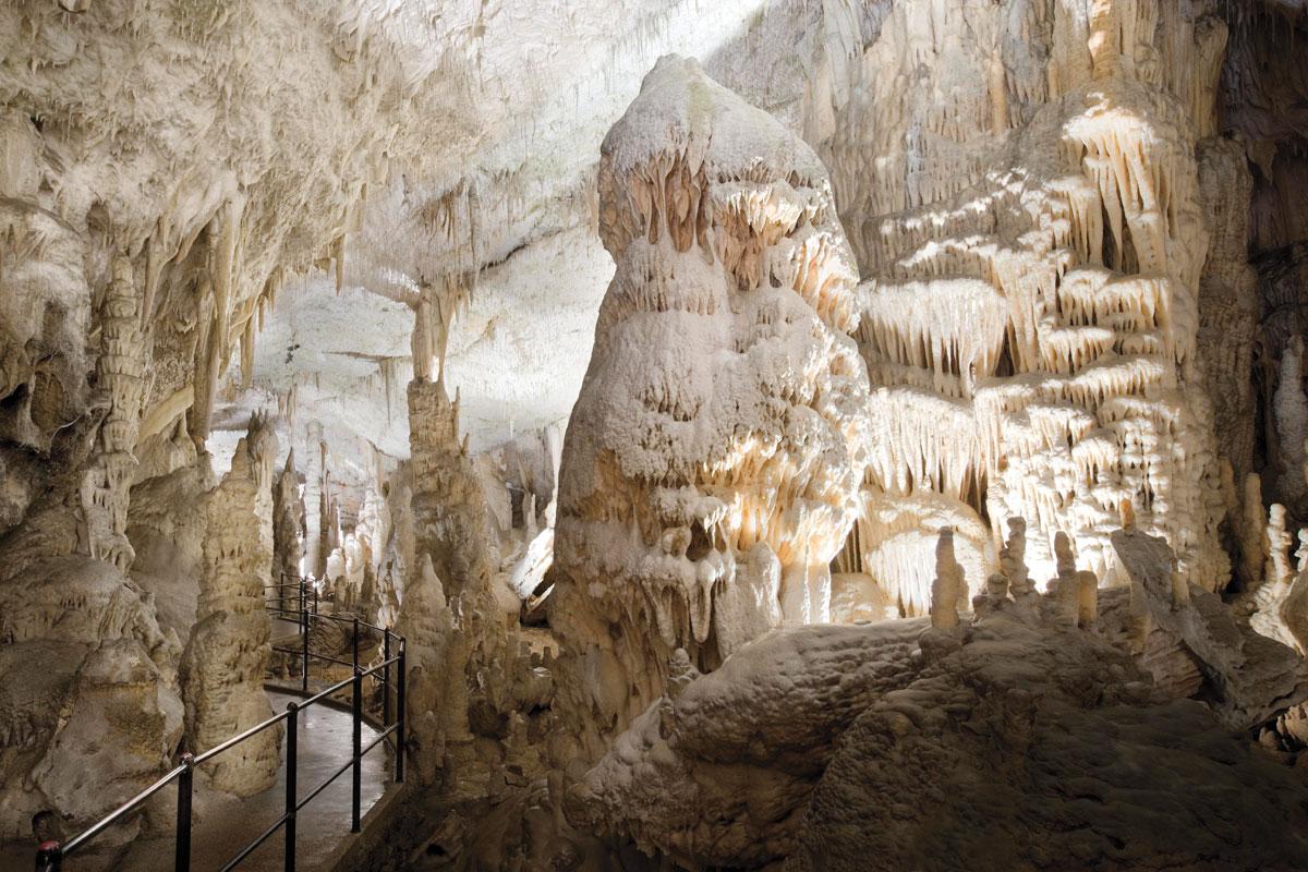 Postojna (kép: http://www.sloveniatimes.com/)