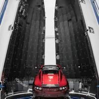 Miért jó, hogy egy Tesla kering az űrben?
