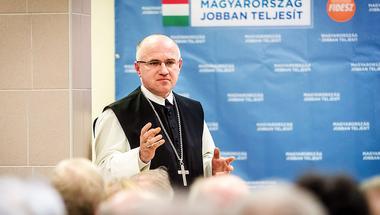 Fideszes rendezvényen kampányolt a ciszterci apát
